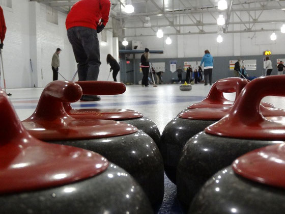 Die Spielsteine im Royal Canadian Curling Club Toronto sind aus Granit und wiegen knapp 20 Kilogramm.