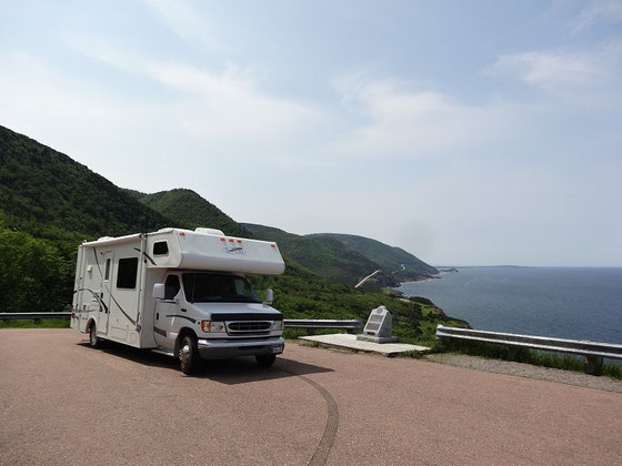 Wohnmobil am Cabot Trail in Nova Scotia.