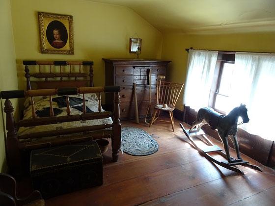 Black Creek Pioneer Village in Toronto: Blick in das Kinderzimmer unter dem Dach des Burwick House aus dem Jahre 1844.