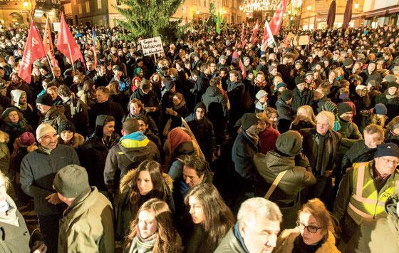 """5. Januar 2015: 3500 Marburgerinnen und Marburger protestieren gegen """"Pegida"""". Foto: Karl-Günter Balzer"""