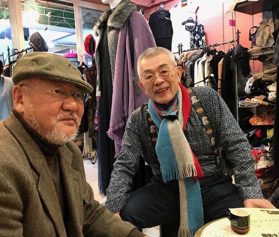 ☆左側は強力な宣伝マンの寒田寛(ソウダヒロシ)さん。右側が14日(水)入会されたばかりの店主神崎公伸さん。「下北沢でも教室を開催したいと思います!」、と張り切っています。御年80歳にしてはデザイナーさんだけあつてお洒落。なかなかのアイデアマンとお見受けしました。先行き楽しみです。