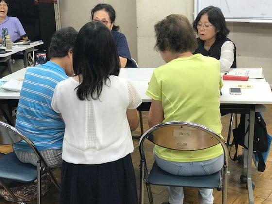 ☆榊さんには特に教えませんでしたが、(上から高いところからではなく)ちゃんと膝をつけて受講者様の目線で対応。