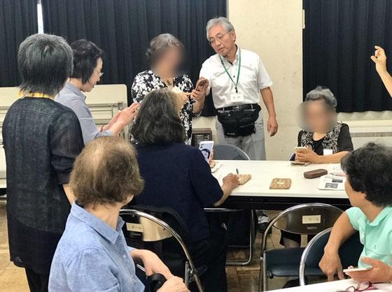 ☆第三グループLINEで交信中。田村徹さん(右側の男性)ご案内中。
