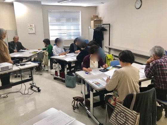 ☆先週の土曜日10日のNHK学園くにたちオープンスクールのアイフォンステップアップ講座。シニアは忙しくたいてい欠席が1名はおられます。珍しく9名全員集合。