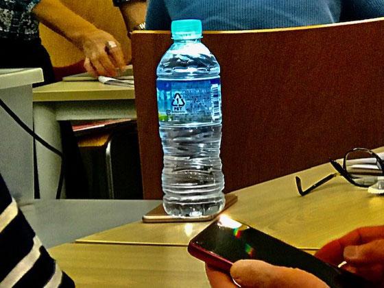 ☆懐中電灯の使い方。即席ランタンにびっくり。auさんから頂いたモバイルバッテリーの使い方を学びました。