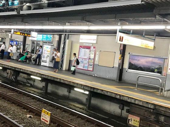 ☆京王線明大前幟から下りホームを見た写真。往路は台風一過暑かった。帰路もうすっかり暮れていました。
