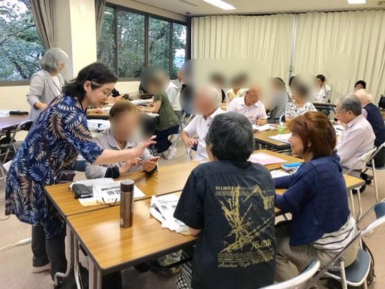 ☆サポートは小平市花小金井北公民館のシニア講座に引続いて山川英子さん(手前立っている女性)がサポート。