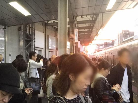 ☆東京スタジアム行のお客様でいっぱい。夕日が真っ赤できれいでした。写真ではわかりませんが・・・。