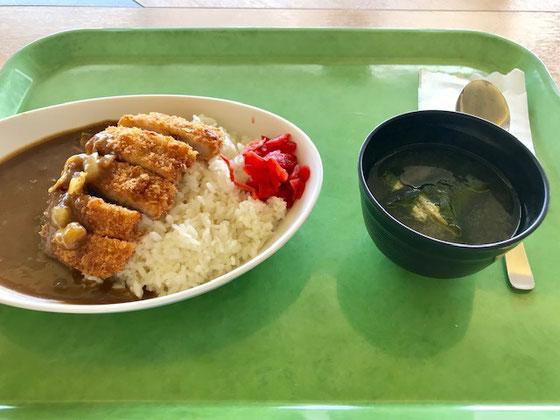 ☆久しぶりに590円(?)のカツカレー。トンカツの肉も柔らかく見かけよりはずーとおいしかった。