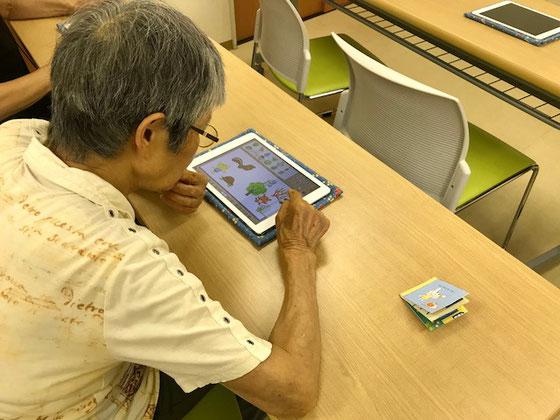☆Aさん 平素はパソコンを使っています。右のサンプルを見ながら慣れないiPadで創作中。