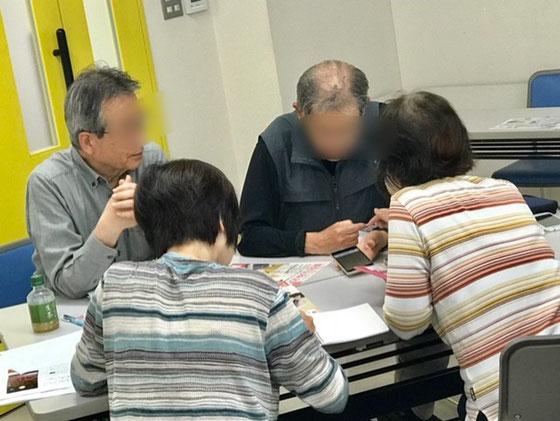 ☆佐藤弥子さんがほかの「島」でいないときは、「島」の皆さんそれぞれが教えあいをしています。