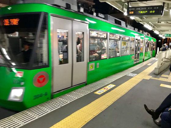 ☆世田谷線下高井戸行き。ただいま松陰神社前駅19:36、この電車で帰ります。
