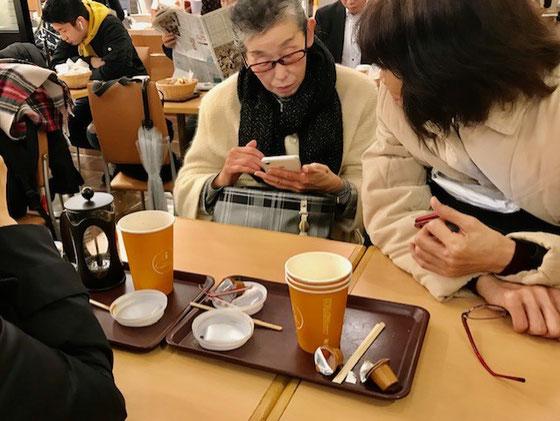 ☆左から佐藤弥子さん(ごめんなさい。お顔が隠れています)。真中生田美子さん。右中島雅子さん。