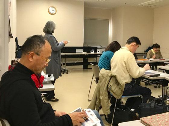 ☆左側メガネの男性が酒田市から見学の平野慎様。iPadで受講者様とご一緒に操作されていました。