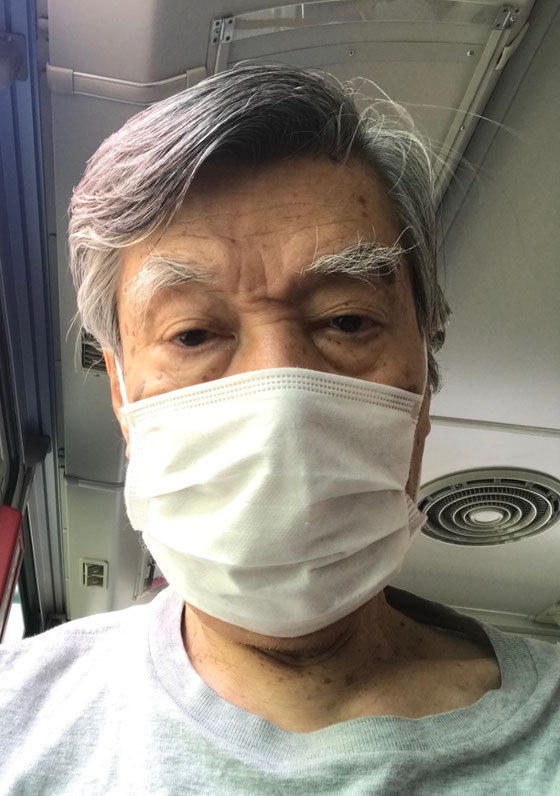 ☆散髪に出かけたバスの車内での自撮り。