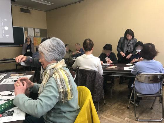 ☆案内役は佐藤弥子さん。サポートはアンドロイドに強い助っ人に鈴木友里さん(右側に立っている女性)と長谷川久之さんに特別に来ていただきました。