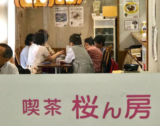 ☆入り口から見た講座風景。受講者3名講師2名のぜいたくでこじんまりとした講座。