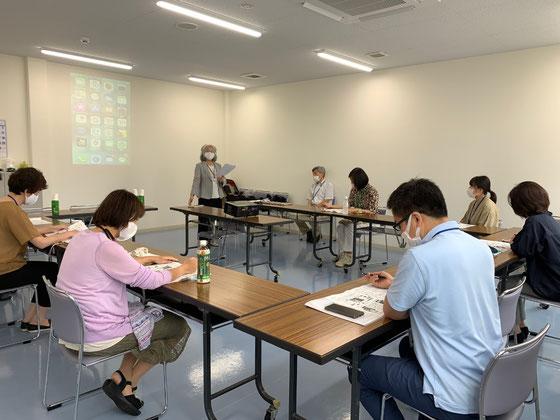 ☆30日の職員研修会風景。案内役佐藤弥子さんサポート中島雅子さん。