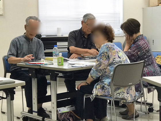 ☆午後の部アイパッドステップアップ講座 6名全員集合。講座の冒頭NHK学園くにたちオープンスクールのご担当が「このクラスは10月からなくなります。iPhoneクラスにどうぞ」とご案内されていました。