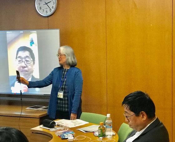 ☆FaceTime。案内役佐藤弥子さんと協会の川村事務局長様との交信を皆さんに見ていただきました。