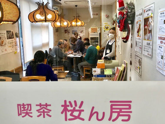 ☆入り口からの写真。喫茶桜ん房は世田谷社会福祉協議会が障害者の就職支援のために開催されている福祉喫茶です。世田谷区立砧図書館の1階にあります。