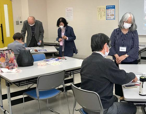 ☆午後の部アンドロイドスマホ入門講座。8名中4名。コロナのせいにはしたくないですが・・・、寂しいです。佐藤弥子さんマスクをしての4時間の講座はきついとこぼされていました。