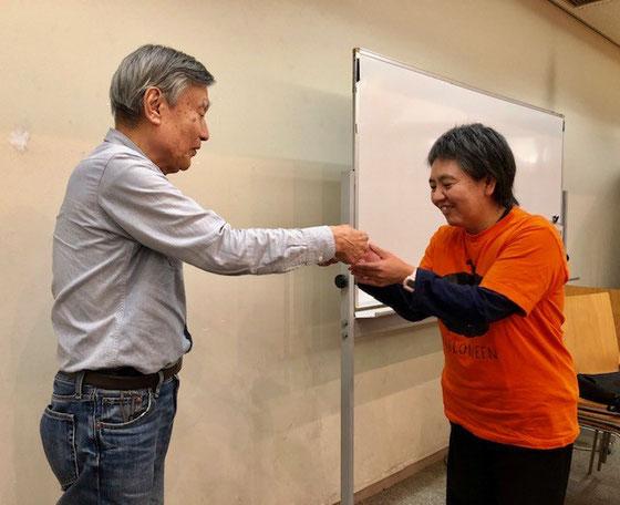 ☆満面の笑みは小島雅子さん。ハロウィンのTシャツお似合いです。パソコンのスキル高いです。小平市花小金井北公民館のシニア講座でスマホ講師デビュー。