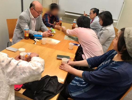 ☆講座終了15:00。松延先生を囲んで有志の懇親会。先生には15:50までお付き合いいただきました。皆さん、名残惜しくその後もお茶ということで5カ所回りましたが日曜日で6名の席がなく解散。残念でした。