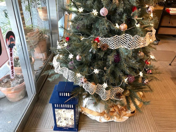 ☆入り口を入ると左側に大きなクリスマスツリーとランタンがお出迎え。代表の増田由紀さんのブログがおすすめです。https://masudayuki.com/menu/profile?fbclid=IwAR0Iip5xdlqvGbIHpsma_IeQhekRXmYQ4Z7n_My4Sshztb3G2SsAG5Pbrwc