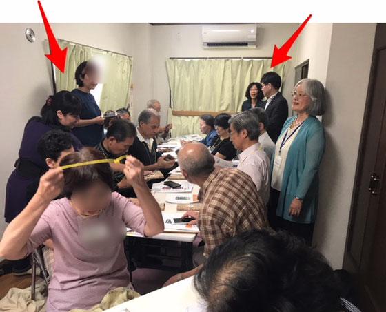 ☆左側の立っている女性2名は子育てママさんグループ。手前の方は赤ちゃんを抱いてサポート。右の男性研究所様。