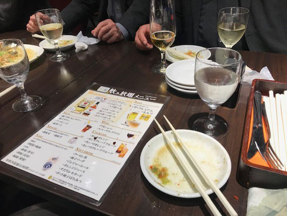 ☆2時間飲み放題。ビールはサントリーのプレミアムモルツを2杯。日本酒は土佐の「酔鯨」を3杯。