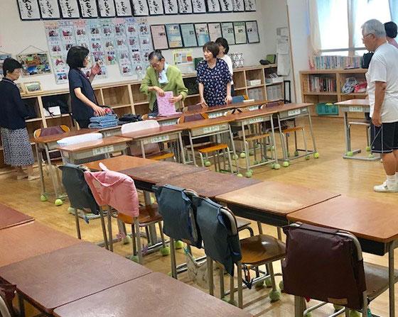 ☆昔と違って先生のお考えで机の配置が教室ごとに違うそうです。終りました。お疲れ様でした。関係者はご見学1名を入れて8名。