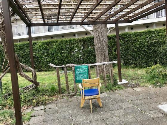☆いつも利用するバス停。「安全緑地見本園」という説明があります。天井が棚になっていますが緑で覆われていた記憶がありません。