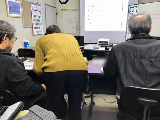 ☆まずはじめに「実技試験」。次いで「プレゼン試験」。最後は「筆記試験」。写真は「実技試験」。チェックポイントで確認を受けています。