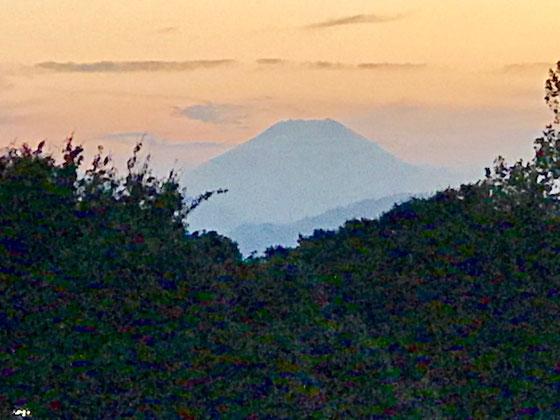 ☆ただいま17:04。富士山をこんなに大きく見たのは初めてです。