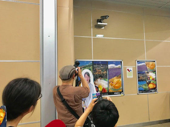 ☆JR中央線国立駅新宿よりの改札前の監視カメラにツバメの巣。