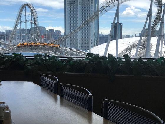☆13階の文京区職員食堂で真下に後楽園ドームとジェットコースターを眺めながら昼食。