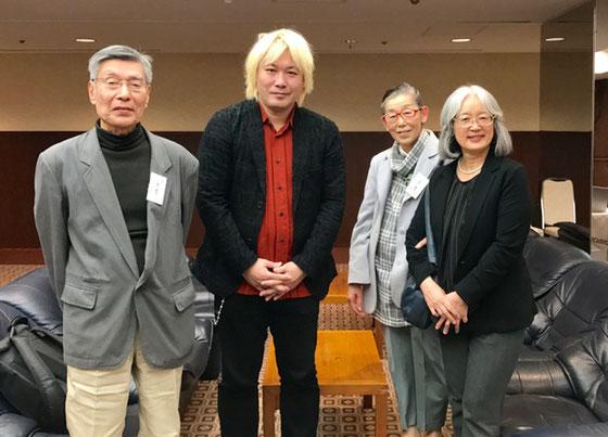 ☆基調講演「高齢者のネットとのかかわり方について」が終わった津川大介氏(真ん中)と記念撮影。右隣が生田美子さん(昨年の「津田大介日本にプラス」に取材を受けた)その隣が佐藤弥子さん。