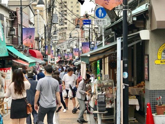 ☆下町レトロでどこか懐かしい気持ちになれる街。外国人観光客も多く、食べ歩きできるお店もたくさん。