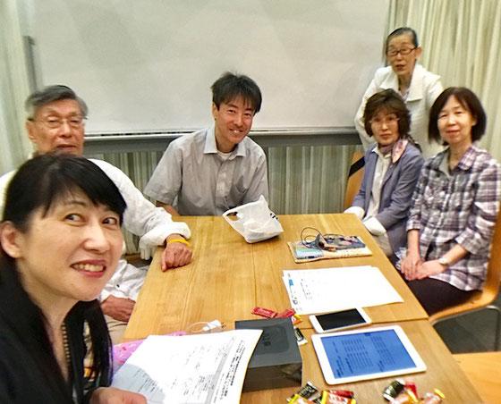 ☆写真は奥さんの増田由紀さん(左側一番手前)が広角レンズ付きのiPhoneを「自撮り棒」につけて撮影。