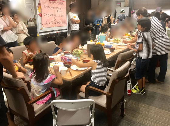 ☆17:00頃から子供がじょじょに集まります。食事は17:30頃から。食事の前の「手洗い」や「感謝の手合わせ」の「食育」のしつけもしっかり。