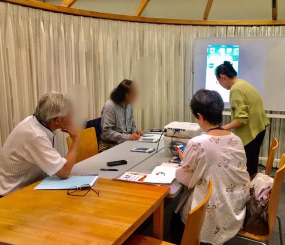 ☆生田美子さんからスマホの説明を受けられました。