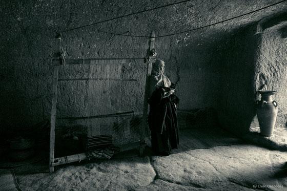 Mujer Bereber con su telar