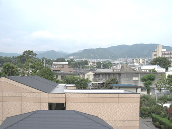 ↑六甲山方向です