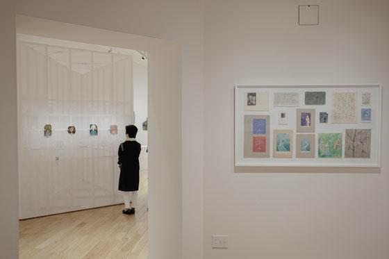 右はルート・ブリュックによる平面の絵画、あるいはデザイン