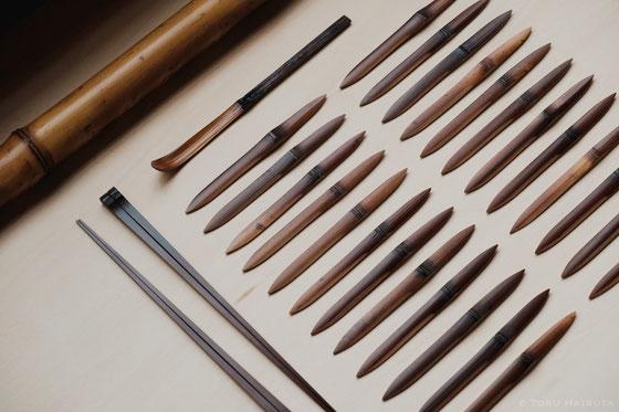 煤竹の茶杓、箸、そして菓子切り
