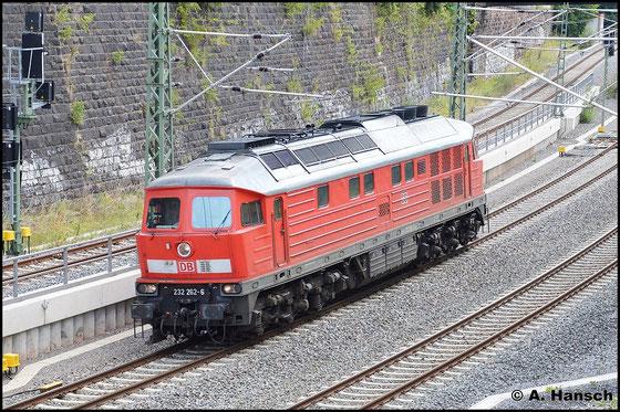 Am 31. Juli 2015 ist 232 262-6 als Lz gen Dresden unterwegs. Gleich erreicht sie Chemnitz Hbf.