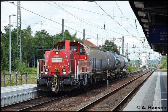 261 066-5 zieht am 21. Juli 2015 einen kurzen Güterzug durch Altenburg Hbf.