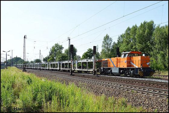 275 103-0 hat am 6. Juli 2015 in Leipzig-Thekla einen leeren Autozug am Haken