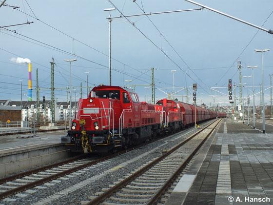 Am 4. Januar 2014 ziehen 265 008-3 und 265 013-3 als Vorspann den Gipszug aus Chemnitz Küchwald durch Chemnitz Hbf. Die BR 265 hat gegenüber ihrer 1000 kW starken Schwesterbaureihe 261 eine Leistung von 1800 kW